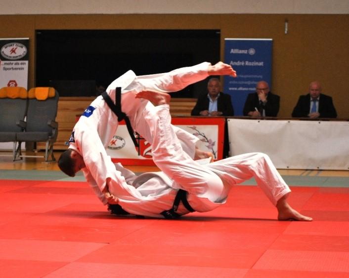 Auf dem Bild  Das Paar Birk ( Boden ) und Meffert bei der Demonstration des Tomoe nage in der Nage no Kata